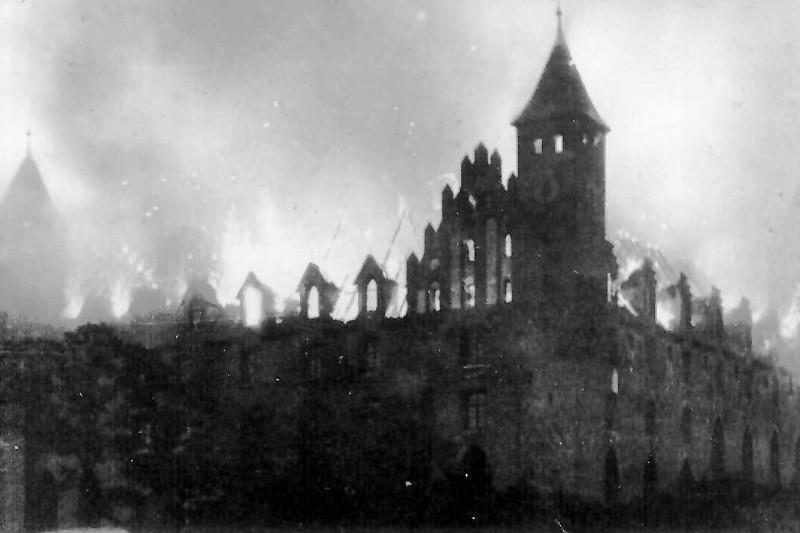 Pożar i odbudowa zamku