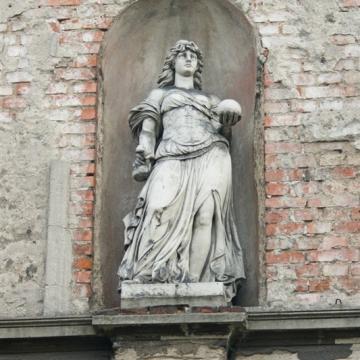 Rzeźba kobiety przy ul. Chełmińskiej