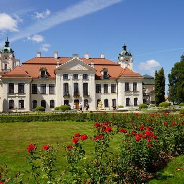 W pobliżu - Muzeum Zamoyskich w Kozłówce
